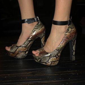 EUC Charlotte Russe snake skin print size 7 heels